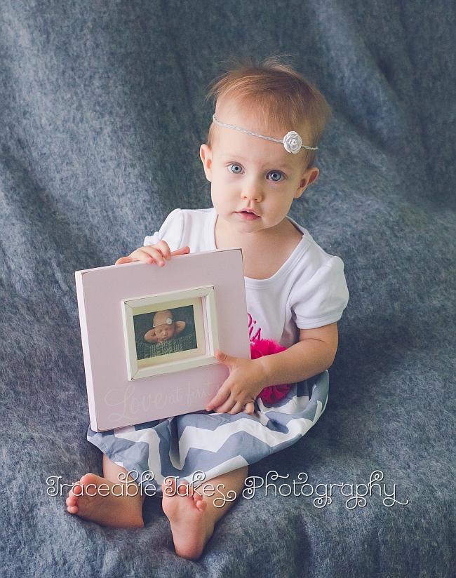 adelaide-holding-her-newborn-photo-5454